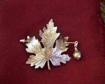 Maple Leaf Pin, Shawl Pin, Scarf Pin, Sweater Pin, Maple Leaf Shawl Pin, Silver Maple Leaf, Maple Leaf, Maple Leaf Pin, Pearl Pin, Leaf Pin