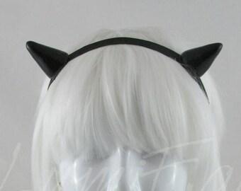 Monochromatic Black Horns