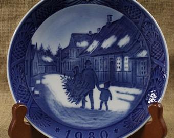 Bringing Home the Christmas Tree by Kai Lange Royal Copenhagen Christmas Plate