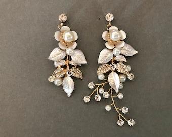 Champagne Crystal Pearl Earrings / Boho Bridal Earrings  / Flower Leaf Earrings / Pearl Wedding Earrings /  Chandelier Statement Earrings