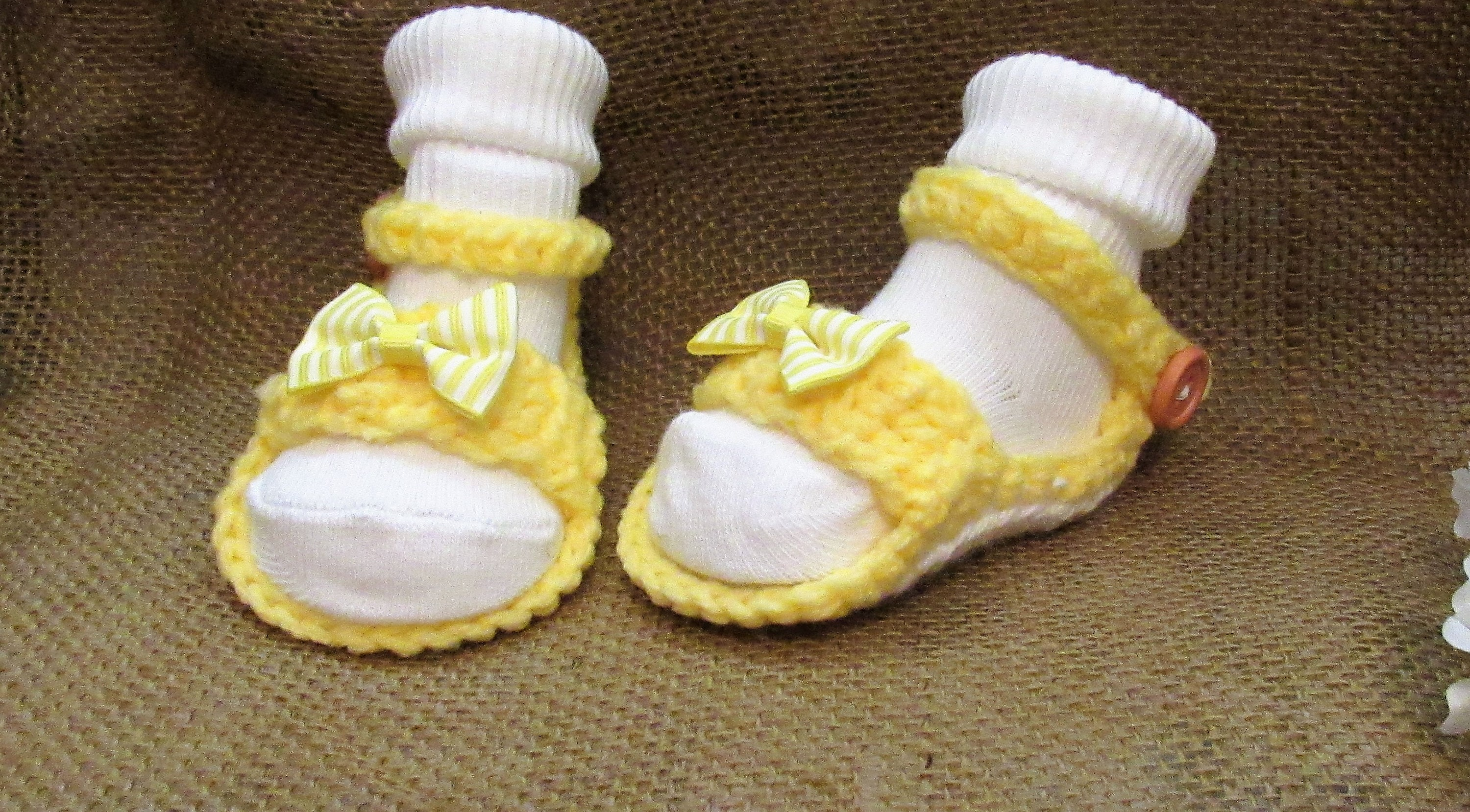d6e422ea8935b C23 Newborn to 3 Months Yellow and White Baby Girl Crochet