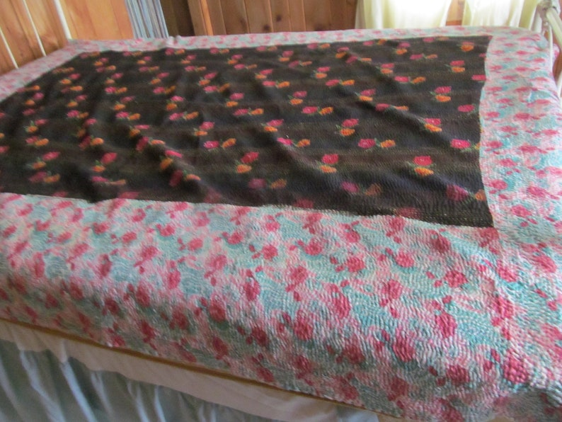 Hand Embroidered Quilt Vintage Quilts Romantic Bedroom Decor Farmhouse Bedroom Decor Full size Quilt Double Bed Quilts India Kantha Quilt