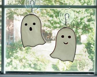 Ghost Stained Glass Suncatcher, Halloween Decoration, Ghost Ornament, White Ghost, Halloween Ornament, Spooky, Fall Decor, Boo, Glass Art