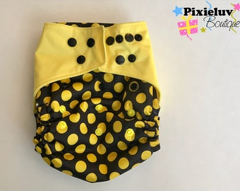 Bumblebee black and yellow One Size Diaper Cover, Cloth Diaper (Photoshoot)
