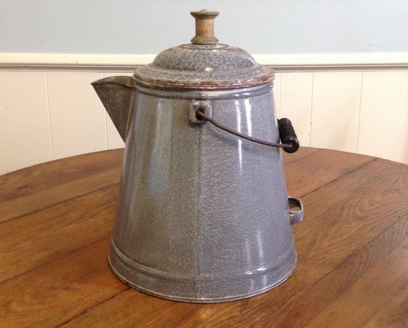 Large enamelware graniteware coffee pot kettle gray speckled spongeware  cowboy chuckwagon rustic farmhouse country cottage style home decor