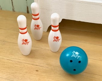 6th Scale Bowling Ball & Pins