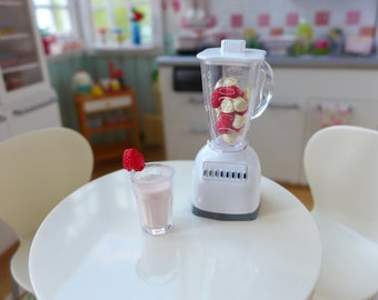 6th Scale Blender & Strawberry Smoothie