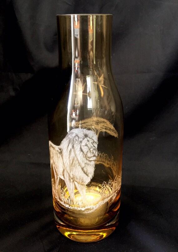 Hand Engraved Carafe Lion, Engraved Glass Carafe Lion, Water Carafe, Bedside Water Carafe, Cocktail carafe, Lion African Art etching