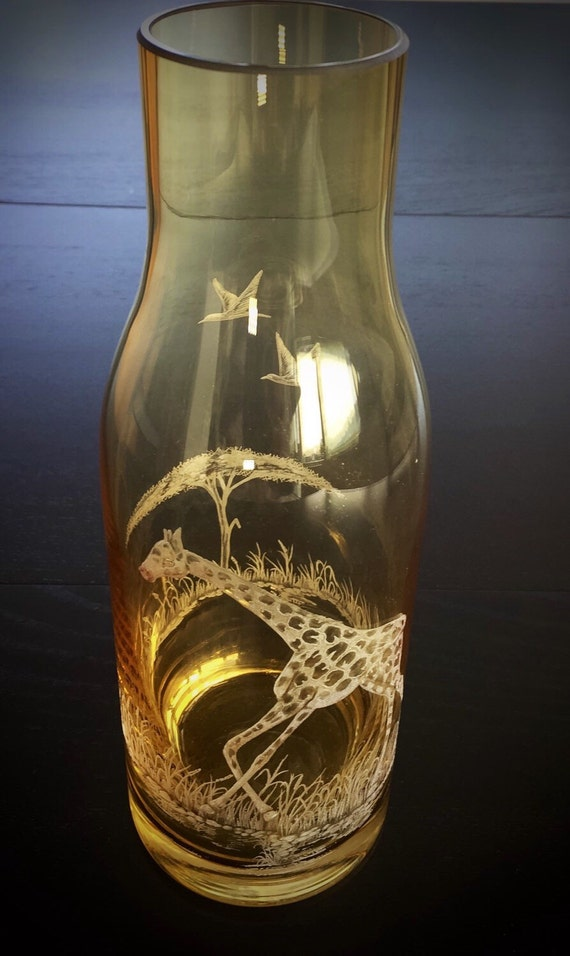 Hand Engraved Water Carafe Giraffe, Etched Giraffe Carafe, African Animals Etched, Housewarming Gifts Personalized, Etched Crystal Gifts