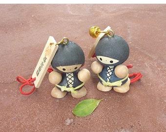 Japanese Ninja keychain in Wood ( Made in Japan)