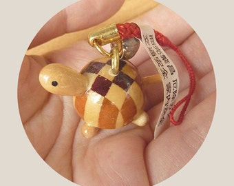 Turtle Keychain in wood (made in japan)