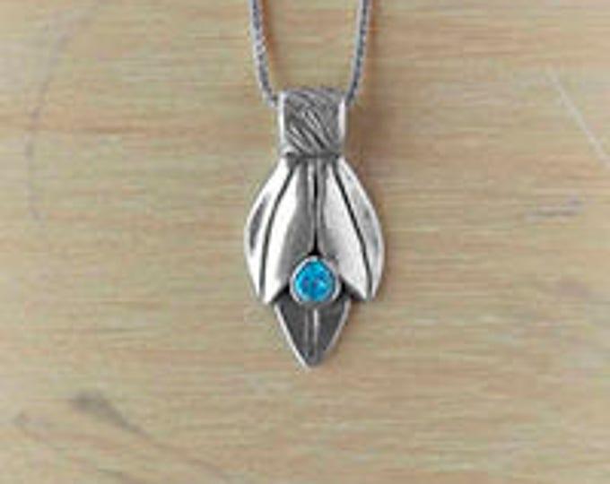 Three leaves with gem - blue