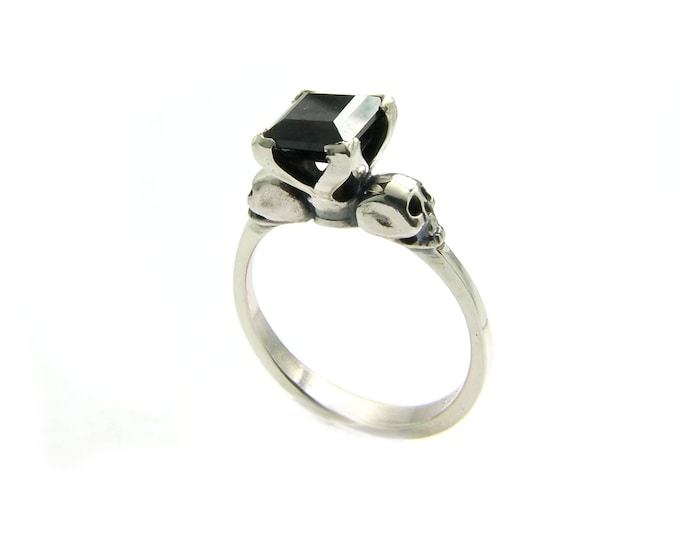 Dainty Skullring with Square Black Stone, Goth Sterling Wedding Ring, Gemstone Ring Memento Mori