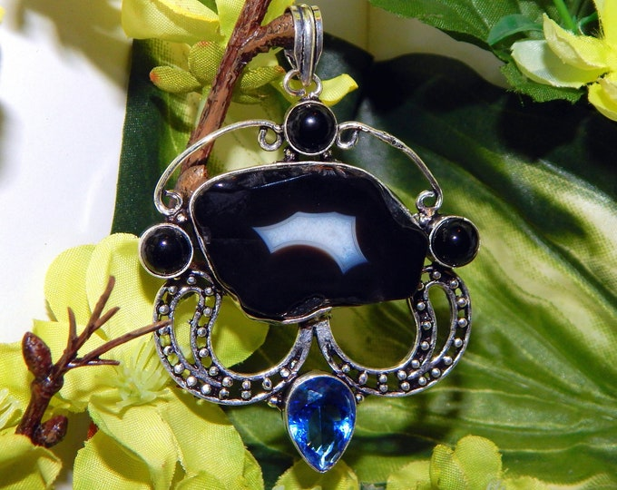 WA MUWAKIL Djinni inspired vessel - Handcrafted Agate Blue Topaz pendant necklace