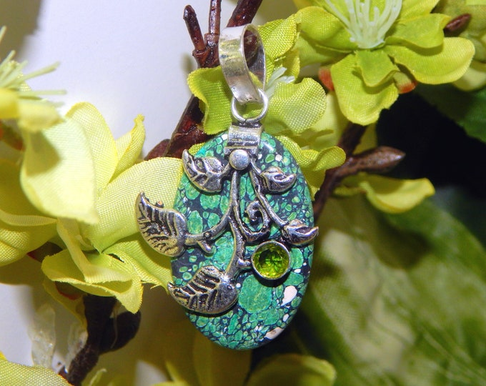 CHARMING Light Elf ranger inspired vessel - Handcrafted Green Turquoise pendant necklace - Wiccan Pagan Witchcraft
