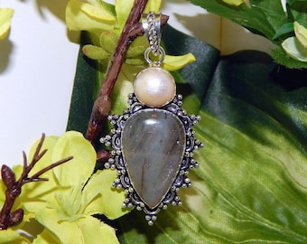 WISE Ilmu Khodam inspired vessel - Handcrafted Pearl Pink Labradorite pendant necklace