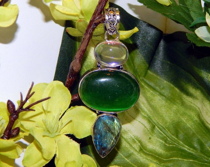MYSTICAL WA NEB Djinni inspired vessel - Handcrafted Cat's Eye Labradorite pendant necklace