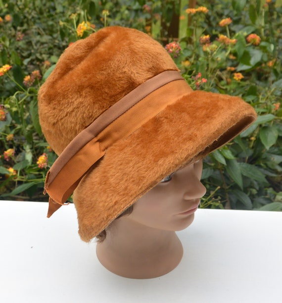 48 HR SALE! Elsa Schiaparelli Cloche Hat - Italy D