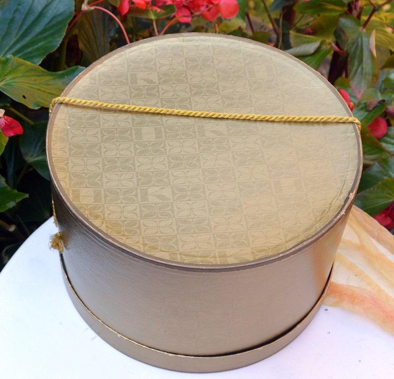 Great Condition Hochschilds Dept Store Vintage -Rare Gold Hat Box Fabulous!