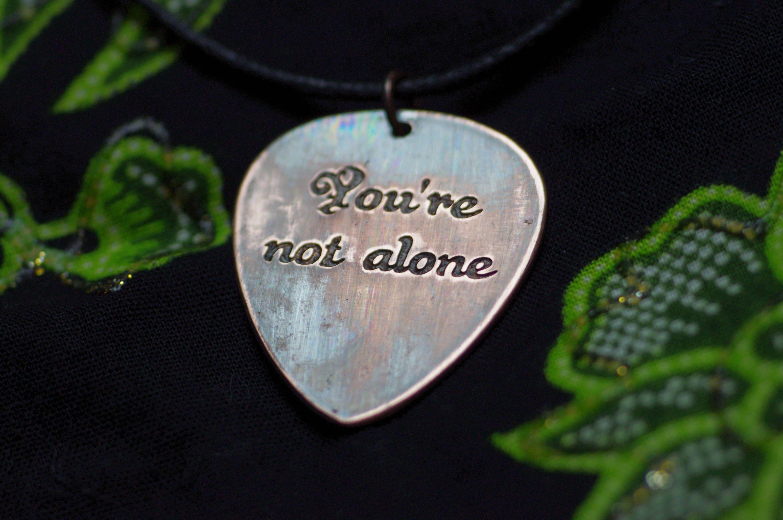 Du bist nicht allein Liebe Zitate Plektrum Halskette große | Etsy