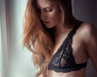 Strap bra - Lingerie Bra Undies Retro -  Dessous out of french lace black transcendent Bra with straps