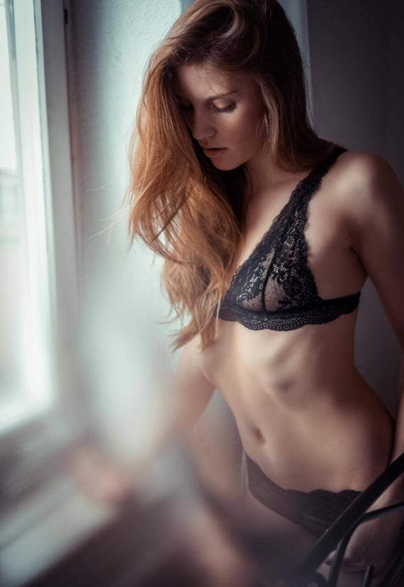 low priced 88718 aba0d Strap bra - Lingerie Bra Undies Retro - Dessous out of french lace black  transcendent Bra with straps