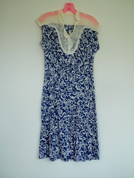 1930's Day Dress w Lace Detail - Small