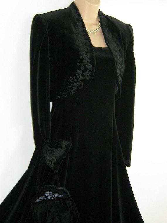 LAURA ASHLEY Vintage Black Velvet Embroidered Even