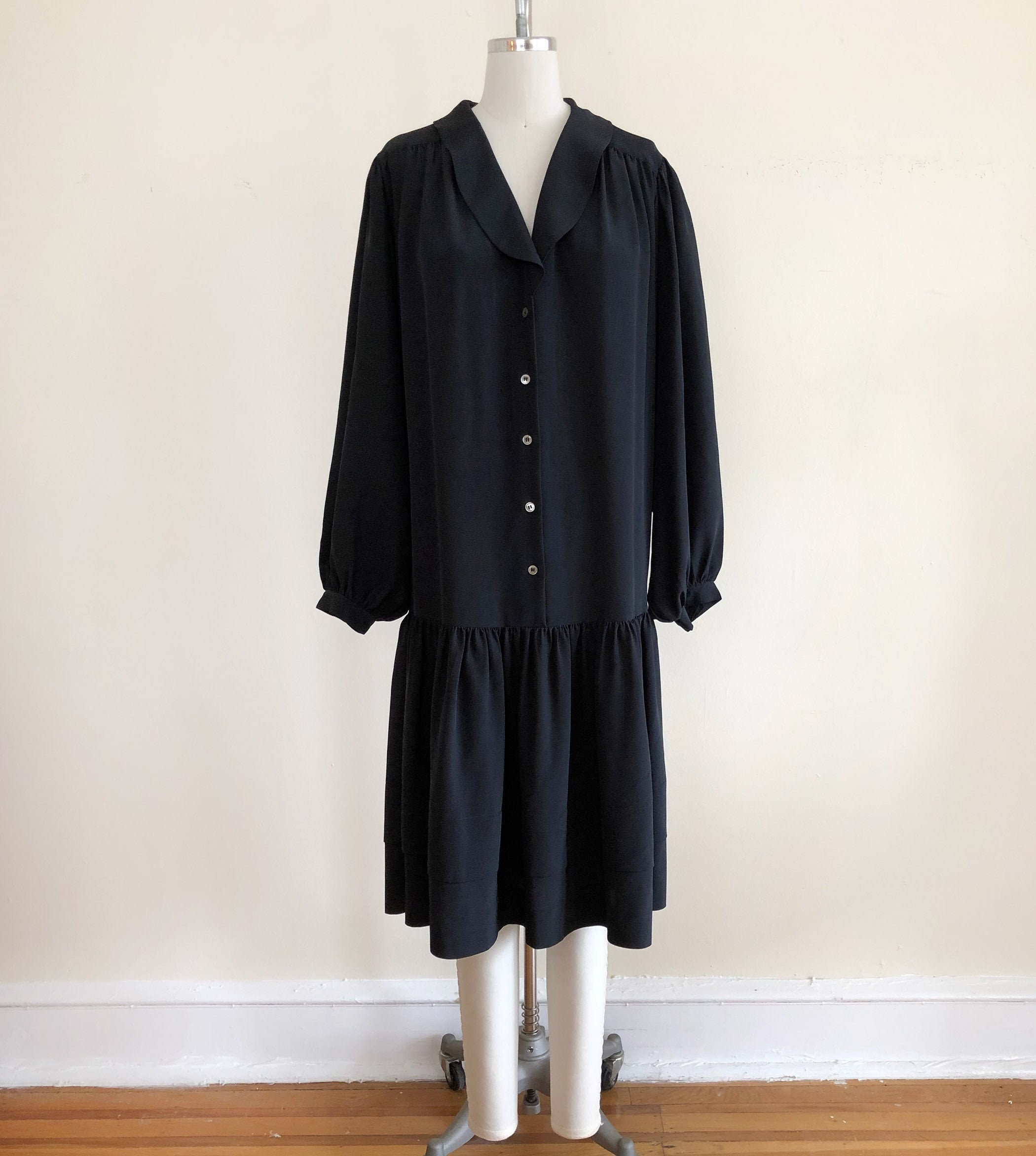 80s Dresses | Casual to Party Dresses Oversized, Black Midi Dress With Rounded Collar  Drop-Wasit - 1980S $28.00 AT vintagedancer.com
