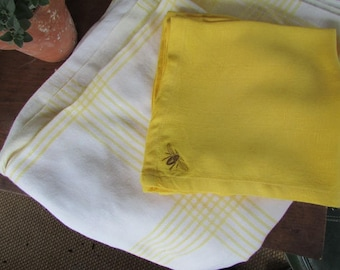 Bumblebee tablecloth etsy yellow napkins and tablecloth vintage table linens junglespirit Image collections