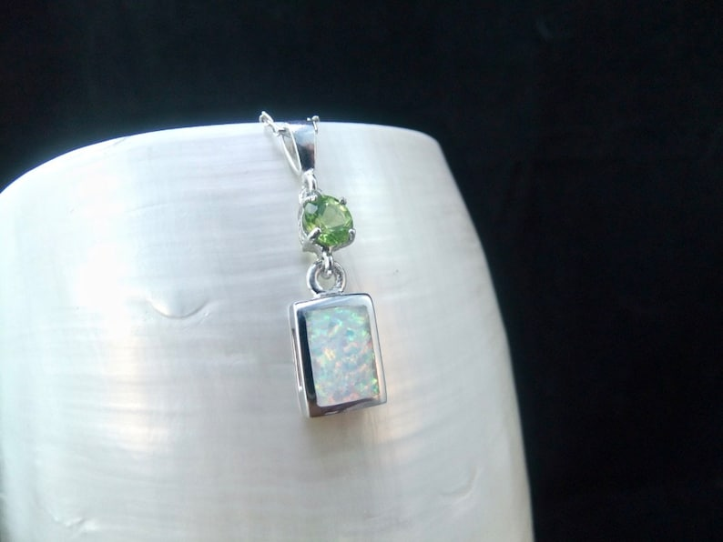 Natural Peridot /& White Opal Sterling Silver Necklace
