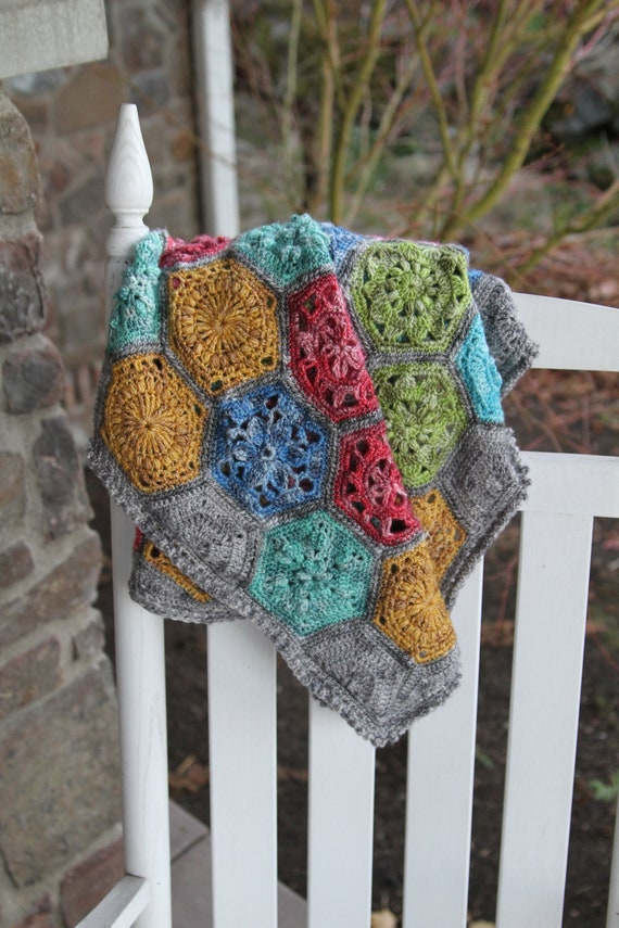 popular crochet pattern/baby blanket pattern/crochet blanket/baby blanket/Tiny Garden/modern traditional motif texture unique throw tutorial