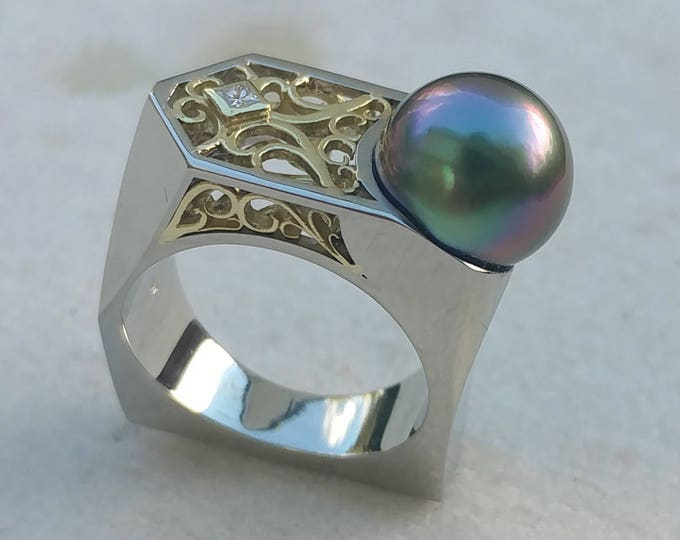 Exceptional Peacock Pearl Fantasy Ring in 14kt White and 18kt Green Gold with Diamond