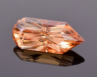 Excellent Peach Zircon Gemstone from Tanzania, 9.49 cts., 18.6x10.1 mm., Fantasy Cut Point Shape