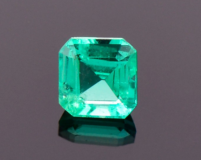Excellent Bright Green Emerald Gemstone from Colombia, 0.32 cts., 4.1 mm., Asscher Cut