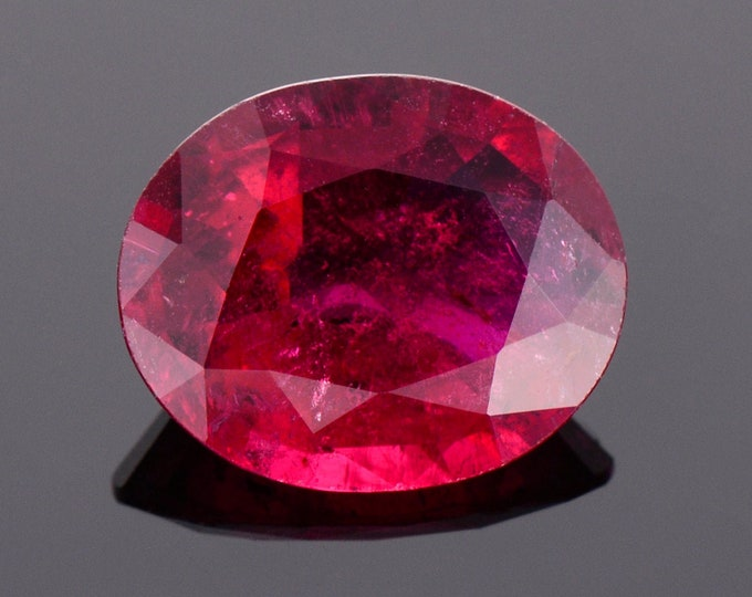 Excellent Red Rubellite Tourmaline Gemstone from Brazil, 4.95 cts., 13.1x10.7 mm., Oval Shape