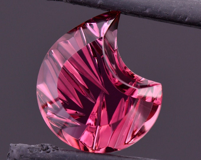 Excellent Pink Tourmaline Fantasy Cut Gemstone from Nigeria, 4.66 cts., 11x10 mm., Tribal Shield, Scars of War Series