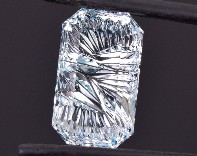 Stunning Fantasy Cut Ice Blue Aquamarine Gemstone, 8.53 cts., 16.7x10.0 mm., Emerald Shape