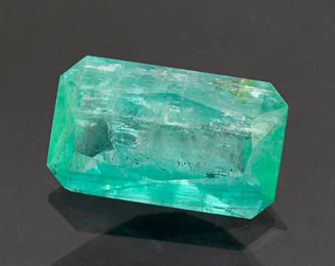 Large Green Emerald Gemstone from Colombia 4.64 cts.