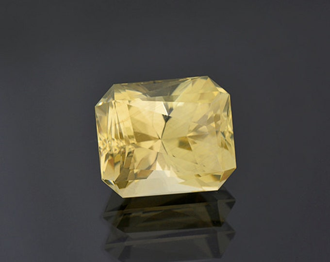 Brilliant Champagne Bytownite Feldspar Gemstone from Mexico 21.52 cts