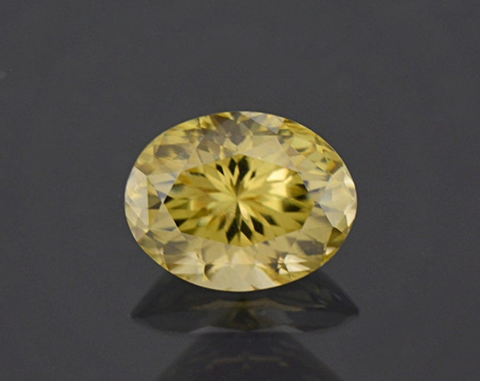 Glitter Pastel Yellow Green Zircon Gemstone from Sri Lanka 4.12 cts
