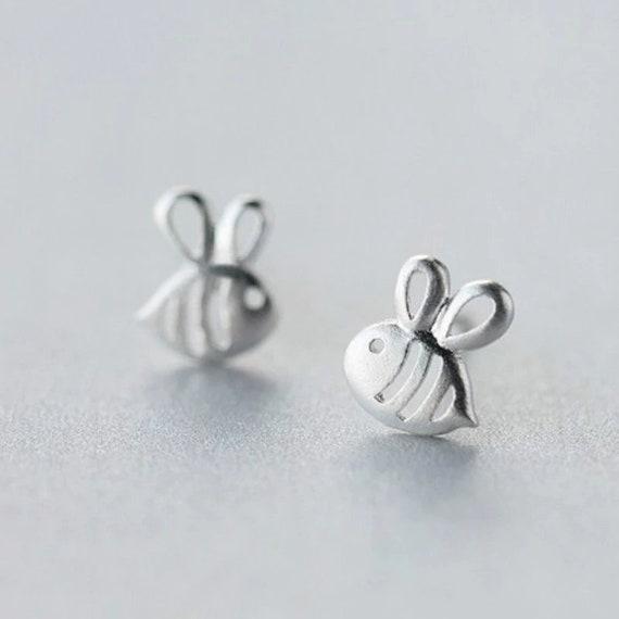 Silver Bee Earrings // Stud Earrings // Nature lover earrings