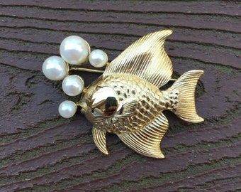 Vintage Stunning Gold Tone with Pearls Goldfish Fish Pin Brooch
