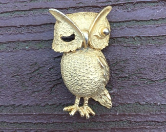 Vintage Jewelry Adorable Gold Tone Winking Owl Pin Brooch