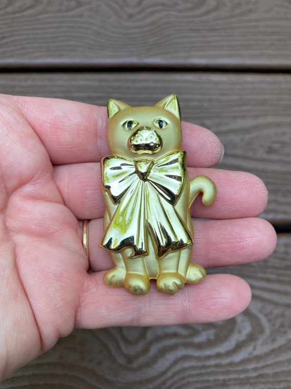AJC Signed Kitty Cats in a Window Novelty Pewter Figural Brooch Pin
