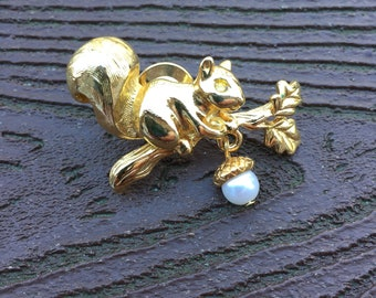 Vintage Avon Squirrel with Dangling Acorn Pin Brooch