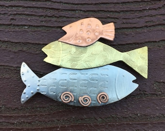 Vintage Jewelry Copper Mixed Metals Trio of Stacked Fish Pin Brooch