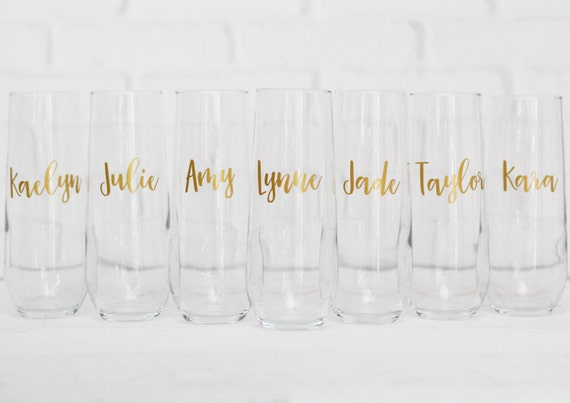 bridesmaid champagne flutes // personalized champagne flutes // champagne glasses