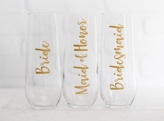 champagne flutes // bridesmaid champagne glasses // personalized bridesmaid gifts // personalized champagne flutes // bridesmaid proposal