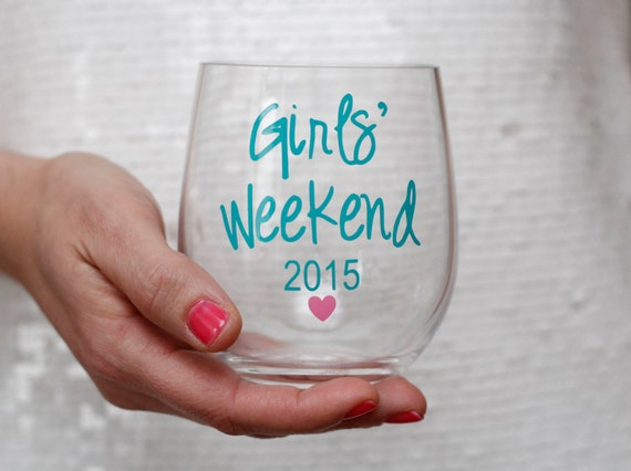 Personalized Acrylic Wine Glasses // wine tasting // girls weekend gifts // girls getaway // wine tour // girls trip // plastic wine glasses